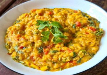 Food | भारतीय आहारात पूर्णान्न 'खिचडी'ला विशेष महत्त्व, वाचा खिचडी खाण्याचे फायदे!
