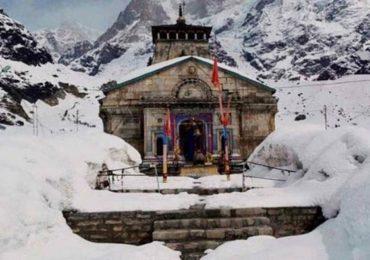 Photo : केदारनाथमध्ये बर्फवृष्टी; मंदिर परिसरावर बर्फाची चादर