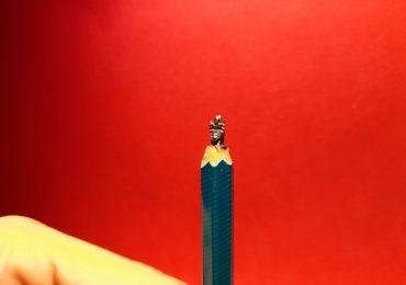 PHOTO : जगातील सात आश्चर्य पेन्सिलमध्ये, लीडवर कोरीव कामांची कलाकृती
