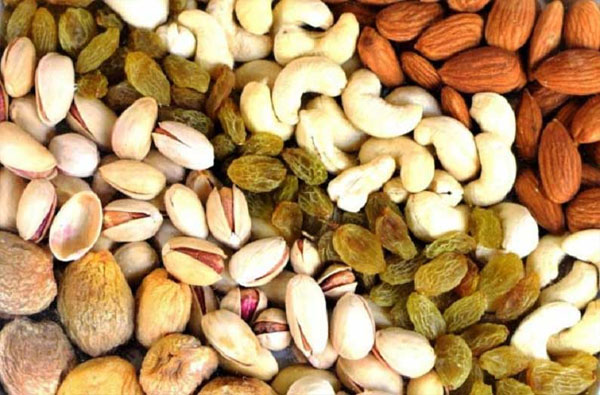 Dry Fruits sale increases in Diwali cashew and almonds get cheaper