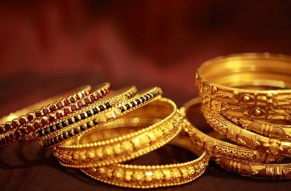 सोने-चांदीच्या दरात घसरण; जाणून घ्या तोळ्याचा भाव