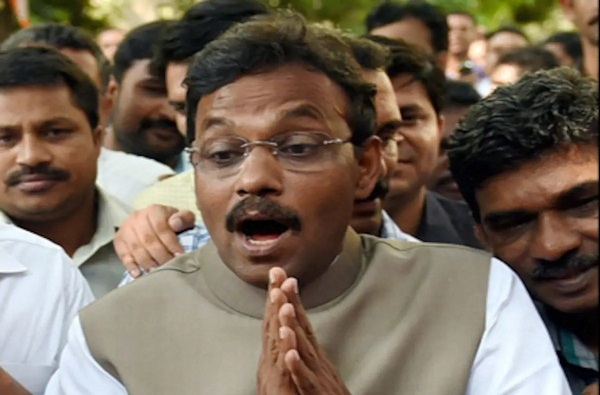 Vinod Tawde get chance into national Politics Tawde made in charge of BJP in Haryana