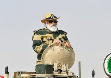 PHOTO | पंतप्रधान नरेंद्र  मोदी यांची यंदाची दिवाळीही लष्करासोबत सीमेवर, पाकिस्तान-चीनला इशारा