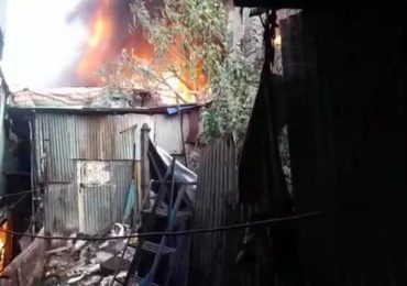 मुंबईतील साकीनाका भागात लागलेली भीषण आग आटोक्यात, 7 ते 8 झोपड्या जळून खाक