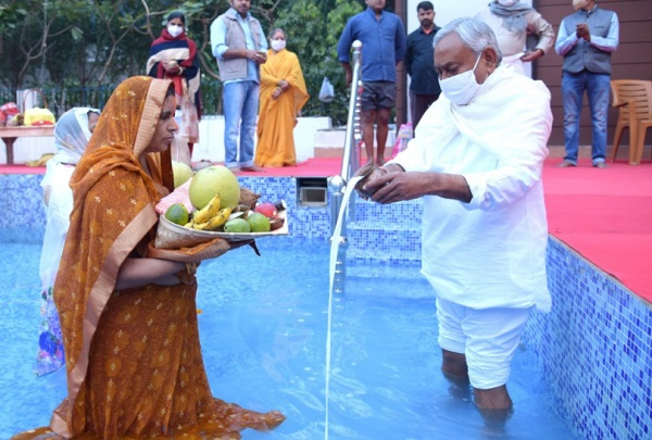 Bihar CM Nitish Kumar offered prayers on the last day of ChhathPuja