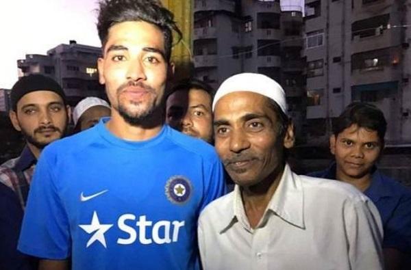 टीम इंडियाचा शिलेदार मोहम्मद सिराजच्या वडिलांचं निधन, कोरोनाच्या नियमांमुळे अंत्यसंस्कारांना मुकणार