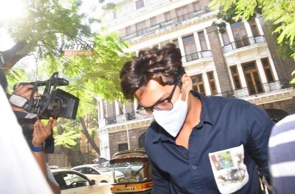 Harsh Limbachiyaa Arrest | कॉमेडियन भारती सिंहपाठोपाठ हर्ष लिंबाचियाला अटक, NCB कडून तब्बल 17 तास चौकशी