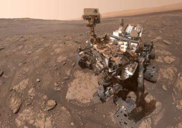 नासाच्या क्युरॉसिटी रोव्हरचा थेट मंगळावर सेल्फी, खोदकाम करताना धुळीने माखलेल्या रोबोटची जोरदार चर्चा