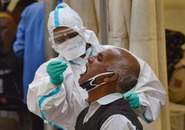 PHOTO | दिल्लीत कोरोनाचा संसर्गाचा प्रकोप, बसस्थानकांवर प्रवाशांची कोरोना चाचणी