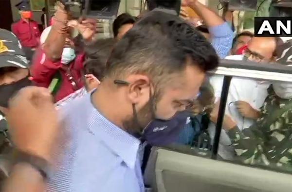 ED raids on Pratap Sarnaik | पाच तासाच्या चौकशीनंतर अखेर विहंग सरनाईक ईडी कार्यालयातून बाहेर
