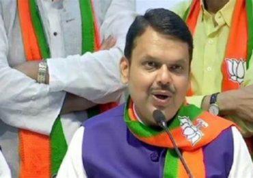 तुमचा भ्रष्टाचार बाहेर काढला म्हणून आम्ही महाराष्ट्रद्रोही काय? देवेंद्र फडणवीसांचा शिवसेना नेत्यांवर हल्लाबोल