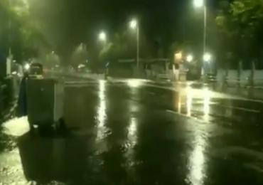 Cyclone Nivar Live Update :  रात्र वैऱ्याची, घोंघावणारं भयावह वादळ येतंय, चेन्नईत वेगवान वाऱ्याला सुरुवात