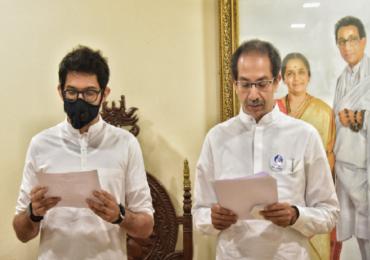 Constitution Day | ठाकरेंकडून उद्देशिकेचे सामूहिक वाचन तर दरेकरांचे डॉ. बाबासाहेब आंबेडकरांना अभिवादन, संविधान दिन उत्साहात