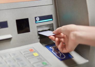 नियम बदलले! 'या' दोन बँकांच्या खात्यातून पैसे काढण्यासाठी आता OTP ची गरज