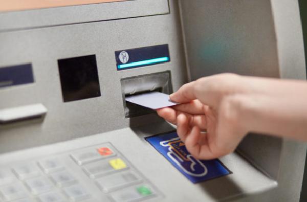डिसेंबरपासून ATM मधून पैसे काढण्याचा नियम बदलणार, कॅश काढताना द्यावी लागणार 'ही' माहिती
