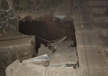 PHOTO | मुंबईत पवई फिल्टर पाडा परिसरात पुलाचा काहीसा भाग कोसळला, दुरुस्तीचं काम युद्ध पातळीवर सुरु