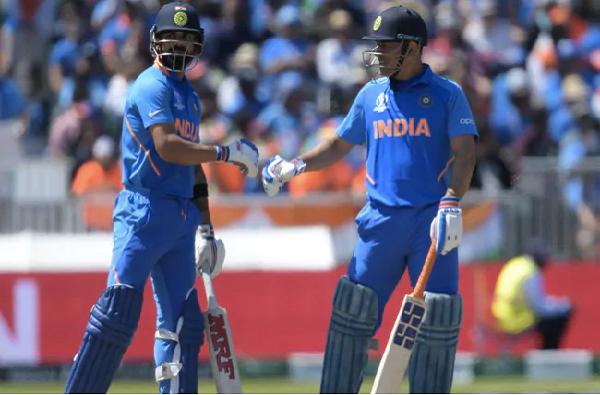 Photo | कर्णधार कोहलीला सतावतेय महेंद्रसिंग धोनीची कमी, वेस्ट इंडिजच्या दिग्गज खेळाडूचं मत