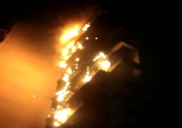 पवईत रहिवासी इमारतीला भीषण आग, अग्निशमन दलाच्या 4 गाड्या घटनास्थळी दाखल