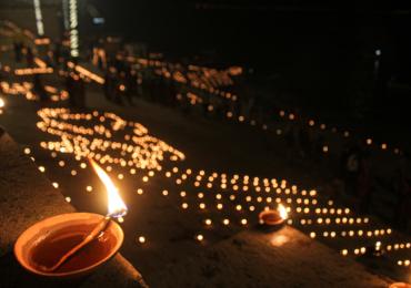 वाराणसीत देव दीपावलीनिमित्त 11 लाख दिव्यांची आरास, उत्सवाला नरेंद्र मोदी यांची उपस्थिती