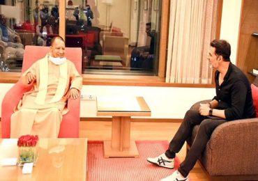 मुंबईत दाखल होताच योगी आदित्यनाथ यांची अक्षय कुमारसोबत बैठक, उत्तर प्रदेशमध्ये फिल्मसिटी उभारण्याबाबत चर्चा