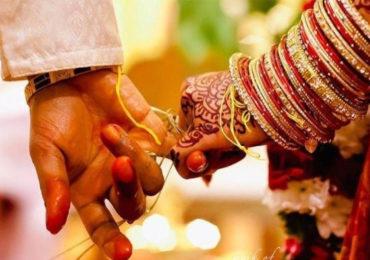 बुलडाण्यातील लग्नाची प्रेरणादायी गोष्ट, तरुणीच्या धाडसाला घरच्यांची साथ, एक हात तुटलेल्या युवकासोबत विवाह