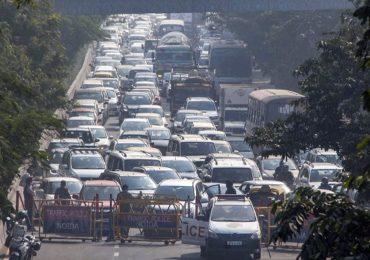 PHOTO   दिल्लीत शेतकरी आंदोलनाचा 8वा दिवस, पोलिसांकडून रस्ते बंद, वाहनांच्या लांबच लांब रांगा!
