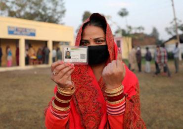 Photo ! जम्मू-काश्मीरमध्येही निवडणुकीचे वारे; जिल्हा विकास परिषदेसाठी शांततेत मतदान