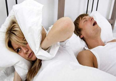 Snoring Issue | जाणून घ्या का उद्भवते घोरण्याची समस्या? 'या' सोप्या पद्धती वापरा आणि शांत झोपेचा आनंद घ्या...