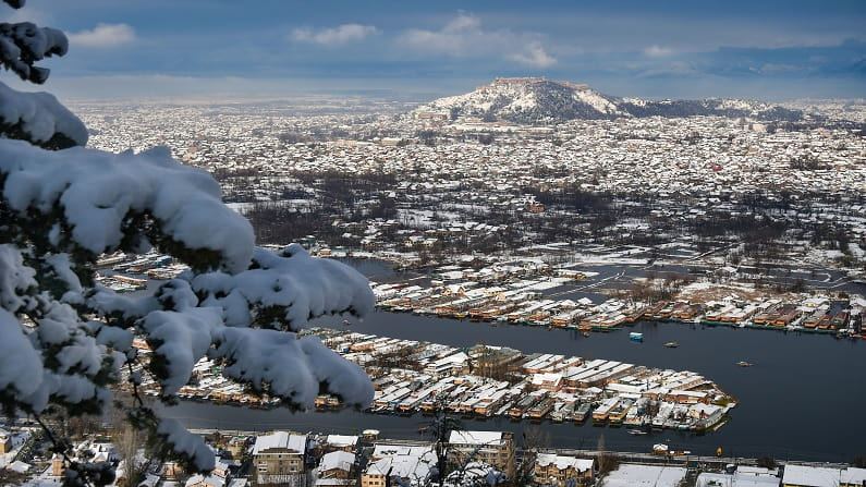 snow fall at shrinagar-min