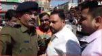 Karnataka Police stop the convoy of Rajendra Patil Yadravkar