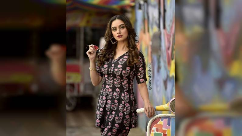 Shruti Marathe , Photo