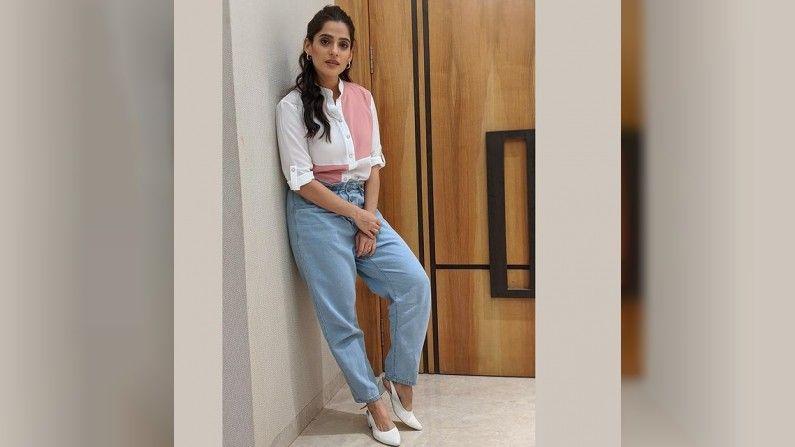 Priya Bapat, Photo