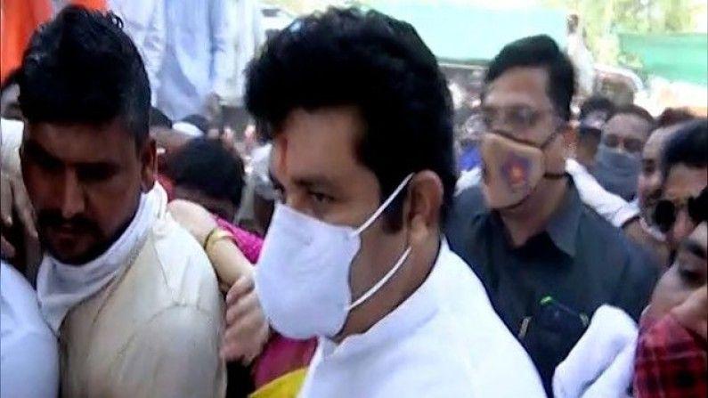 Shivsena workers avoid to meet Sanjay Rathod in Nagpur
