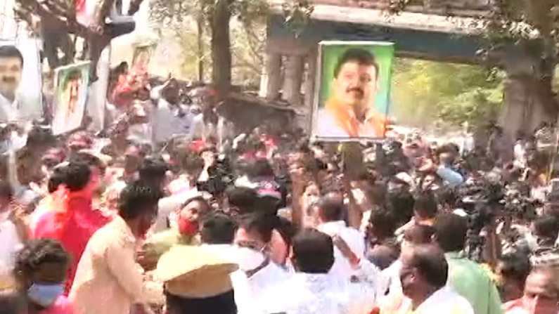 Sanjay Rathod supporter mob 2