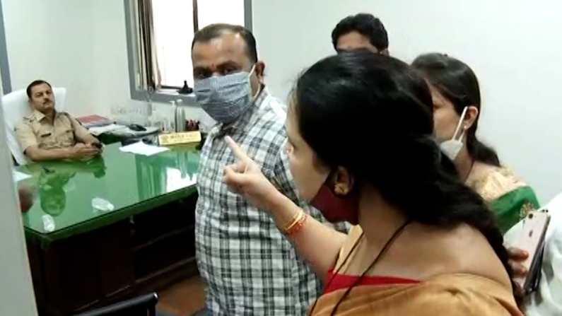 Chitra Wagh at Police Station