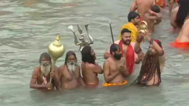 Kumbh Mela Huge Crowds Sadhus Defy Covid 19 Norms To Take Holy Dip In Ganga