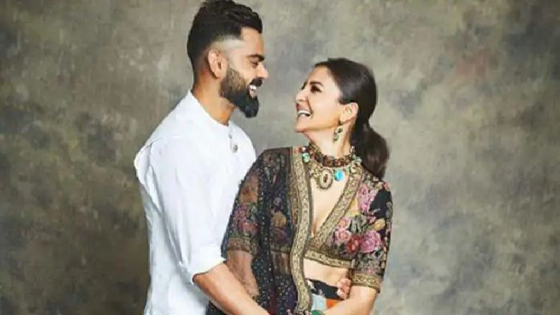Virat kohli chatting with fans Anushka Sharma asked Where are my headphones