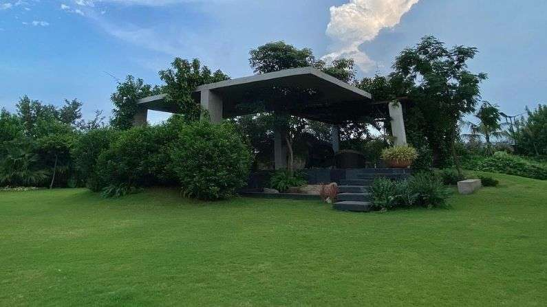 dhoni house