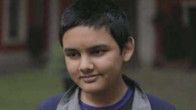 अवघ्या 12 वर्षांच्या वयात ग्रँडमास्टर, 19 वर्षांपूर्वींचा रशियाचा रेकॉर्ड मोडला, भारताच्या अभिमन्यु मिश्राची कमाल