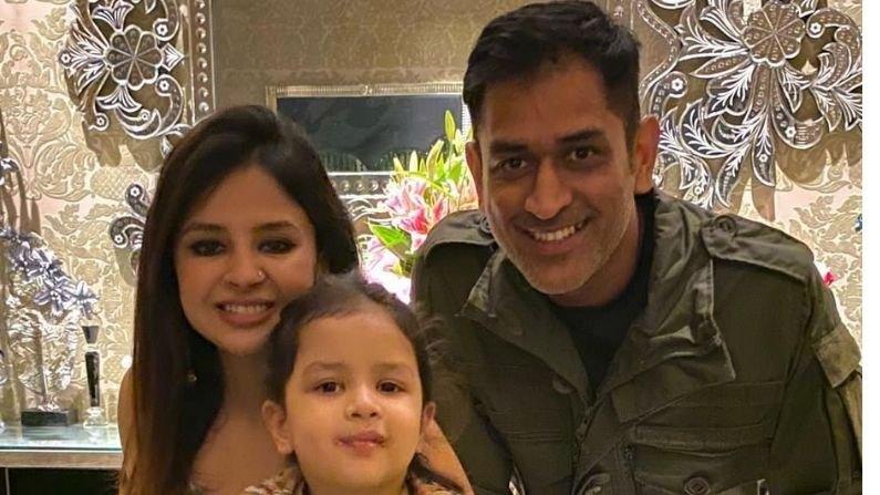 महेद्रसिंह धोनीच्या घरी नवी पाहुणी, लग्नाच्या वाढदिवसादिवशी पत्नी साक्षीने दिली माहिती, फोटोही केला पोस्ट